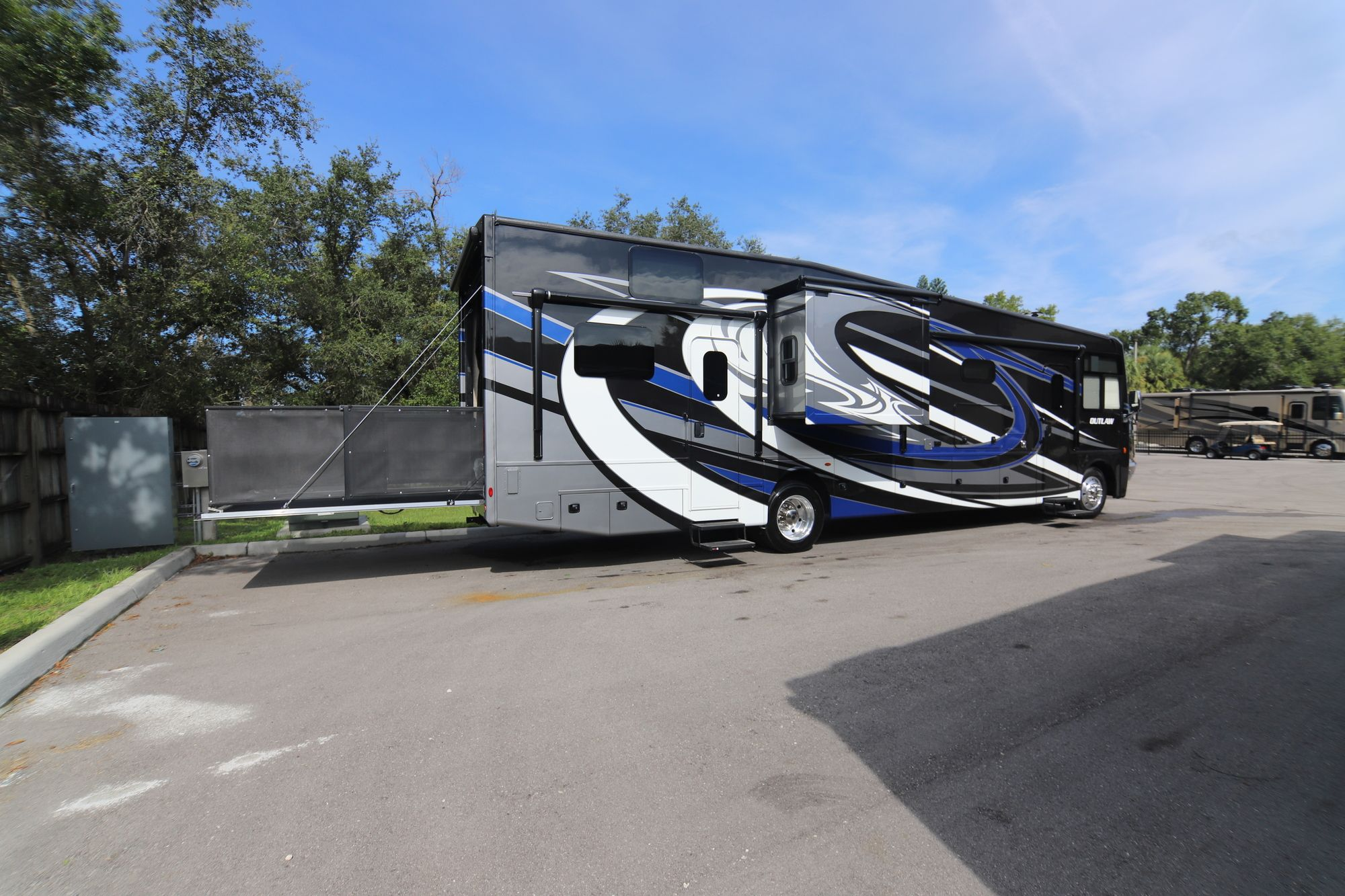2019 Thor Motor Coach Outlaw 37rb Class A Gas Toyhauler